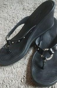 Skechers Sz7 Blk Thong Sandal